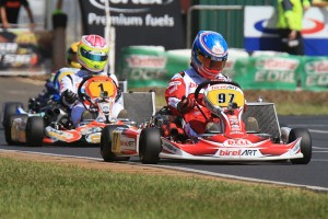 Round 1 winner in the KZ2 class Chris Hays leading reigning Champion Jason Pringle (Pic: Coopers Photographers)