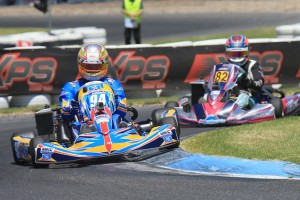 Brad Jenner was able to hold off a charging Madeline Stewart in a 3 lap dash to the finish (Pic: Coopers Photography)