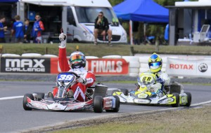 Scott Howard crossing the line for victory in DD2 Masters (Pic: Coopers Photography)