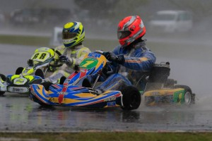 Brendan Nelson and Kris Walton diced it out in TaG 125 (Pic: Coopers Photography)